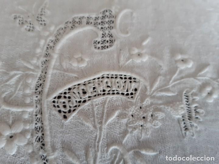 Antigüedades: MUY ANTIGUO MANTELITO BORDADO A MANO CON EL NOMBRE DE CONCEPCION. - Foto 2 - 268881894