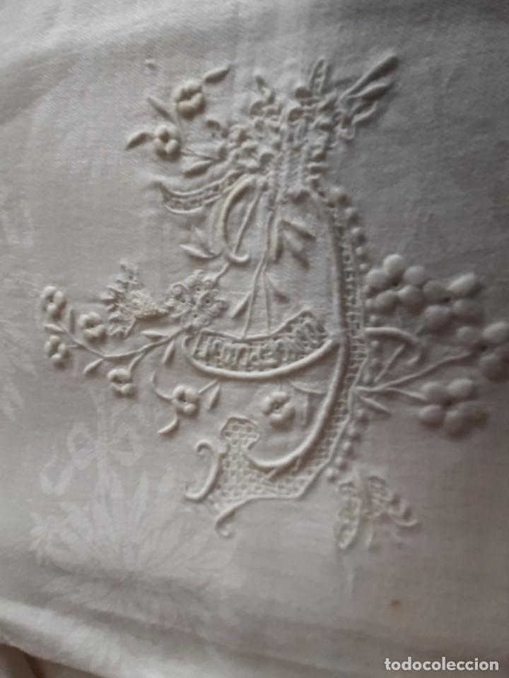 Antigüedades: LOTE DE 12 ANTIGUAS Y GRANDES SERVILLETAS BORDADAS A MANO, CON NOMBRE. DE ALGODON DE SEDA ADAMASCADO - Foto 6 - 268884409