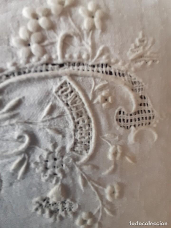 Antigüedades: LOTE DE 12 ANTIGUAS Y GRANDES SERVILLETAS BORDADAS A MANO, CON NOMBRE. DE ALGODON DE SEDA ADAMASCADO - Foto 8 - 268884409