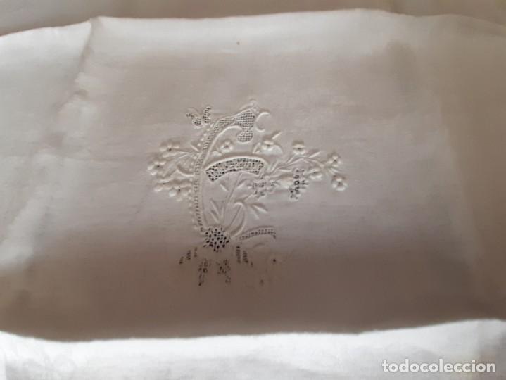 Antigüedades: LOTE DE 12 ANTIGUAS Y GRANDES SERVILLETAS BORDADAS A MANO, CON NOMBRE. DE ALGODON DE SEDA ADAMASCADO - Foto 10 - 268884409