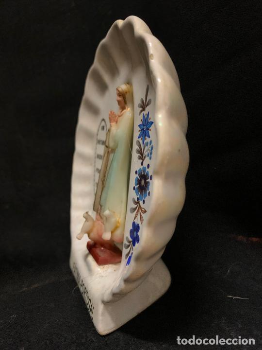 Antigüedades: Virgen de Lourdes o Fatima en ceramica.. ideal para altaro capilla Mide 11,5 cms en total - Foto 2 - 268893364