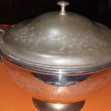 Antigüedades: GRAN SOPERA DE PRINCIPIOS SXX DE ALPACA Y SU CUCHARON. Lote 268900164