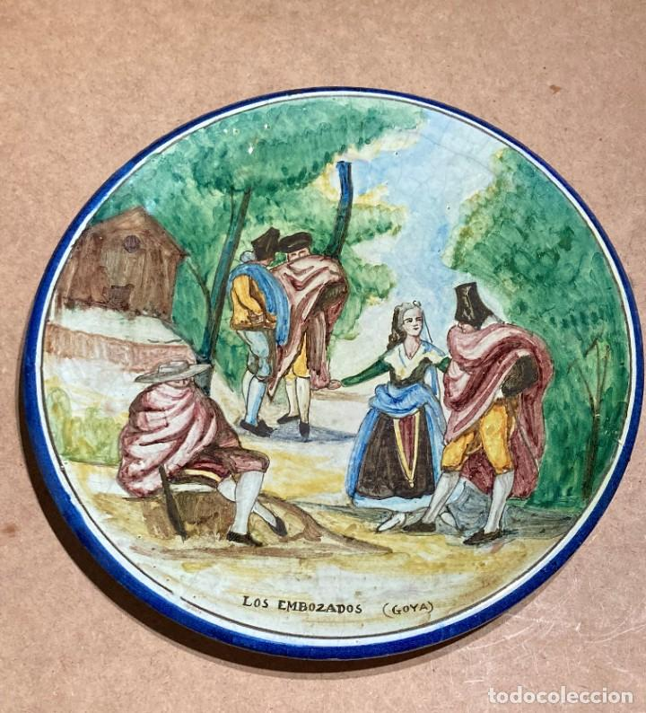 Antigüedades: Plato de Triana con motivo goyesco - Foto 2 - 268904119