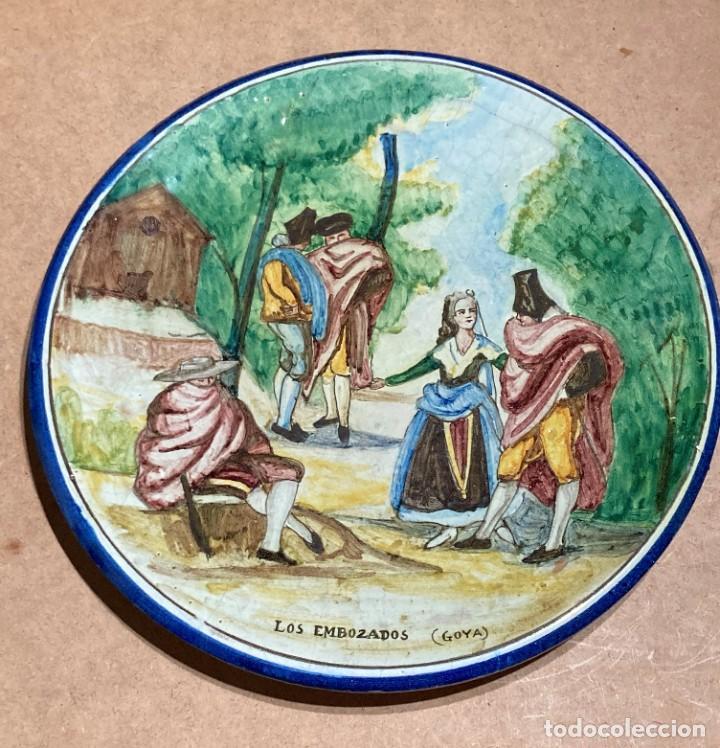 Antigüedades: Plato de Triana con motivo goyesco - Foto 3 - 268904119