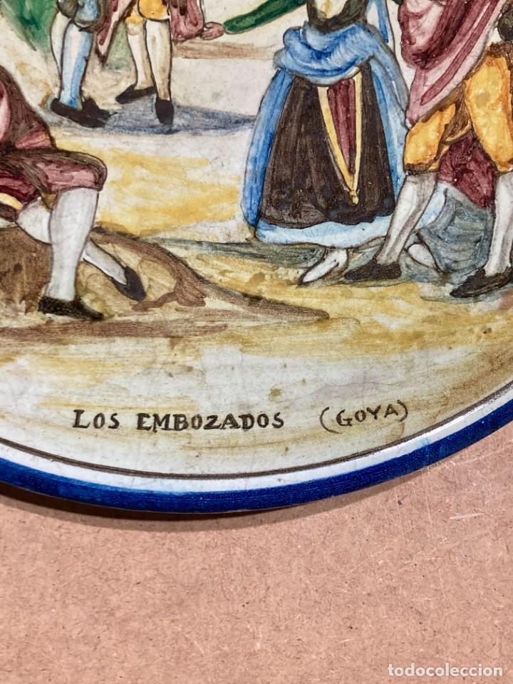 Antigüedades: Plato de Triana con motivo goyesco - Foto 4 - 268904119