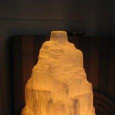 Antigüedades: LAMPARA DE SAL DEL HIMALAYA (BUENA ENERGIA) ALTURA 22 CMTS DIÁMETRO 10 CMTS. Lote 268932494