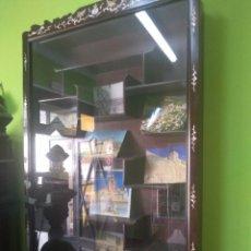 Antigüedades: 2 VITRINAS ORIENTALES , UNA LACADA CON INSCRUSTACIONES DE NACAR. Lote 268935919