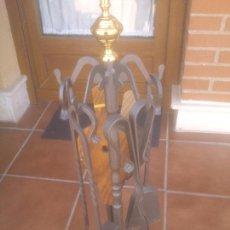 Antigüedades: CHIMENEA JUEGO DE HERRAMIENTAS CON SOPORTE DE HIERRO. Lote 268982649