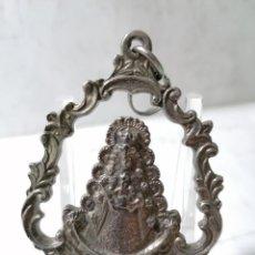 Antigüedades: MEDALLA METAL, NTRA SRA DEL ROCIO, PATRONA DE ALMONTE, MEDIDAS 7 X 5 CM. Lote 268988684