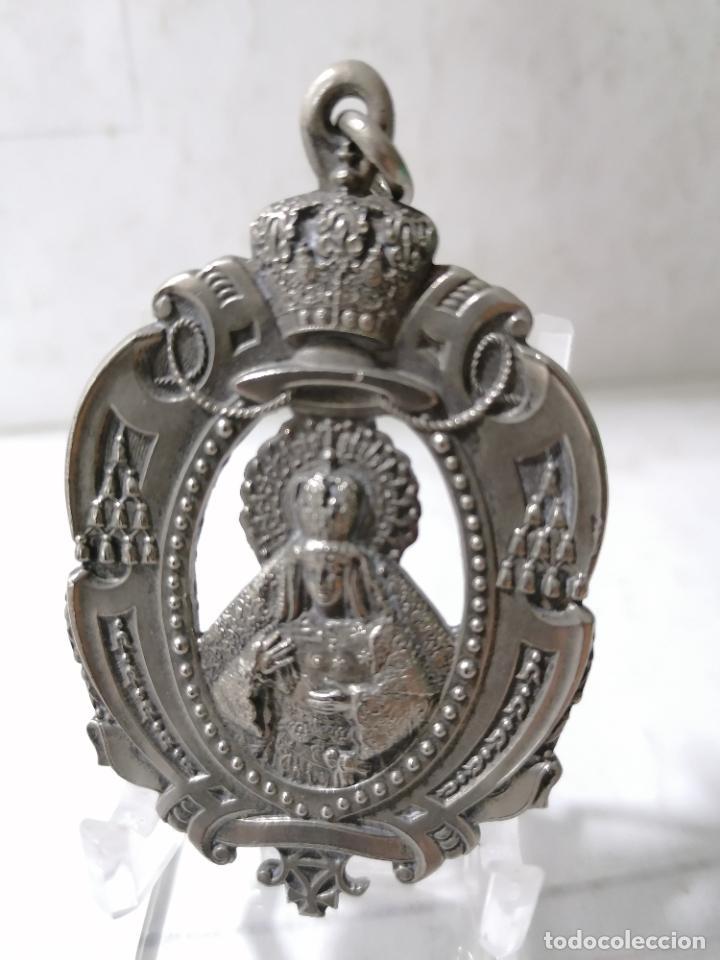 MEDALLA METAL, HERMANDAD DE LA MACARENA - SEVILLA, MEDIDAS 7 X 4,5 CM (Antigüedades - Religiosas - Medallas Antiguas)