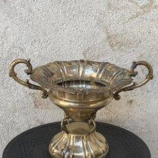Antigüedades: GRAN COPA CENTRO MESA ESPAÑA AÑOS 60 ALPACA PECES 27X37CMS. Lote 269000694