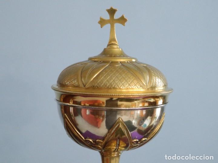 Antigüedades: Copón litúrgico elaborado en plata y metal dorado Hacia 1950. Mide 26,5 cm de altura. - Foto 2 - 269005619