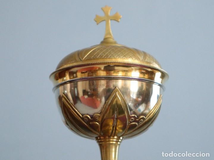 Antigüedades: Copón litúrgico elaborado en plata y metal dorado Hacia 1950. Mide 26,5 cm de altura. - Foto 3 - 269005619