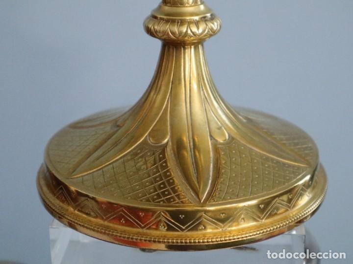Antigüedades: Copón litúrgico elaborado en plata y metal dorado Hacia 1950. Mide 26,5 cm de altura. - Foto 6 - 269005619