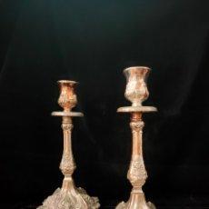 Antigüedades: PAREJA DE CANDELABROS ANTIGUOS. Lote 269040093
