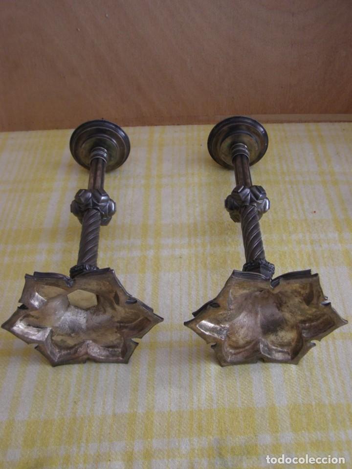Antigüedades: 2 anciens piques cierge en métal hauteur 32cm - Foto 2 - 269055443