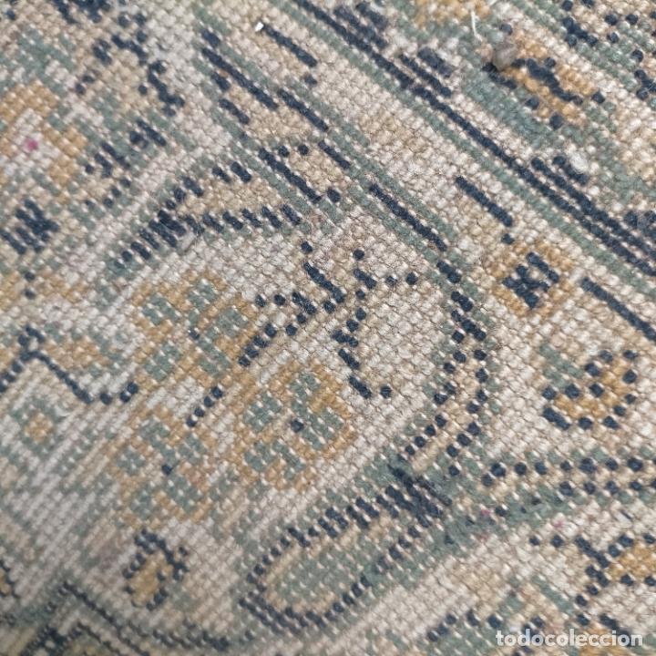 Antigüedades: gran alfombra 158 x 125 cm ideal capilla virgen besamanos cofradia semana santa altar - Foto 8 - 269071503