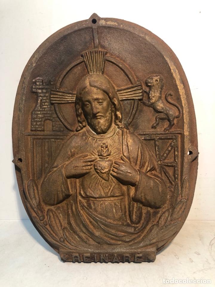 SAGRADO CORAZON DE JESUS EN HIERRO FUNDIDO,ENORME PLACA, HECHO: UBACH YLLA Y MIQUEL. MANRESA. (Antigüedades - Religiosas - Varios)