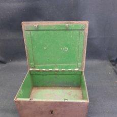 Antiquités: ANTIGUA CAJA DE CAUDALES DE HIERRO PESADO. Lote 269108803