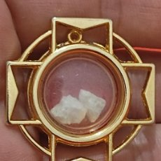 Antigüedades: SAN MICHELE PIETRA SANTUARIO COLGANTE METAL DORADO 4 CMS ALTO MICHAEL. Lote 269116238