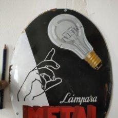 Antiquitäten: CARTEL ANTIGUO DE CHAPA ESMALTADA LÁMPARAS METAL BOMBILLAS. Lote 269140583