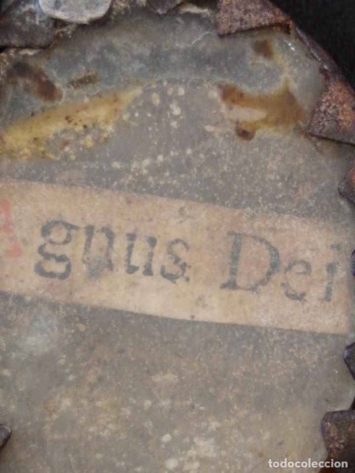 Antigüedades: Relicario Agnus Dei elaborado en hierro. Siglo XVIII y anterior. Mide 3,2 x 2,4 cm. - Foto 3 - 269166383