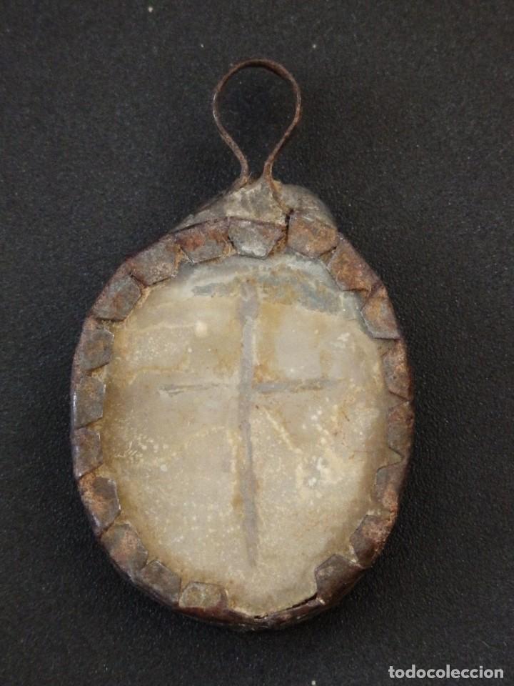 Antigüedades: Relicario Agnus Dei elaborado en hierro. Siglo XVIII y anterior. Mide 3,2 x 2,4 cm. - Foto 5 - 269166383