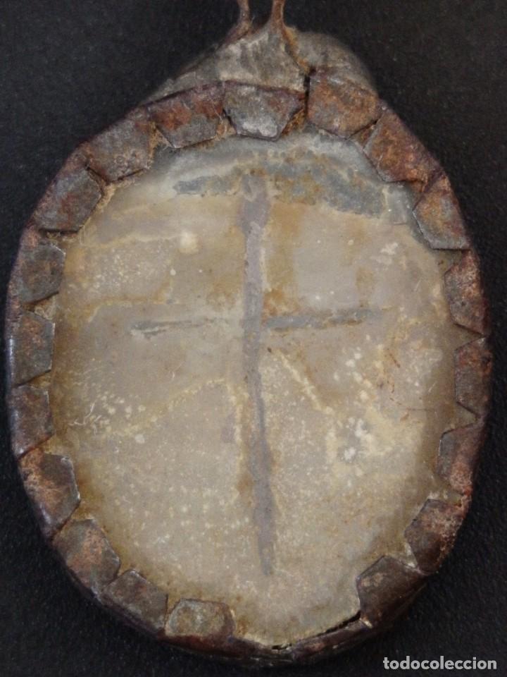 Antigüedades: Relicario Agnus Dei elaborado en hierro. Siglo XVIII y anterior. Mide 3,2 x 2,4 cm. - Foto 6 - 269166383