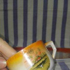 Antigüedades: LINDA TAZA DE FINA PORCELANA MODERNISTA CON REFLEJOS ANARANJADOS. Lote 269168463