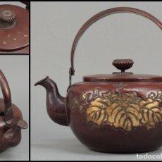 Antigüedades: TETERA CON ESCUDO HERÁLDICO DE TOYOTOMI HIDEYOSHI PARA CEREMONIA DE TE.. Lote 269179968