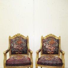 Antigüedades: PAREJA DE SILLONES ANTIGUOS LUIS XVI MADERA TALLADA Y FINO PAN DE ORO. Lote 269188588
