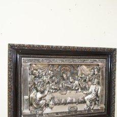 Antigüedades: CUADRO ANTIGUO DE LATÓN ÚLTIMA CENA DE JESÚS CON LOS APÓSTOLES. Lote 269190183