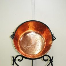 Antigüedades: CALDERO ANTIGUO DE COBRE CON SOPORTE. Lote 269190568