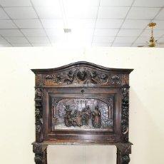 Antigüedades: MUEBLE ANTIGUO BARGUEÑO TALLADO RENACIMIENTO ESPAÑOL. Lote 269193763