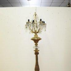 Antigüedades: LÁMPARA ANTIGUA DE PIE CANDELABRO DE BRONCE DORADO. Lote 269194563