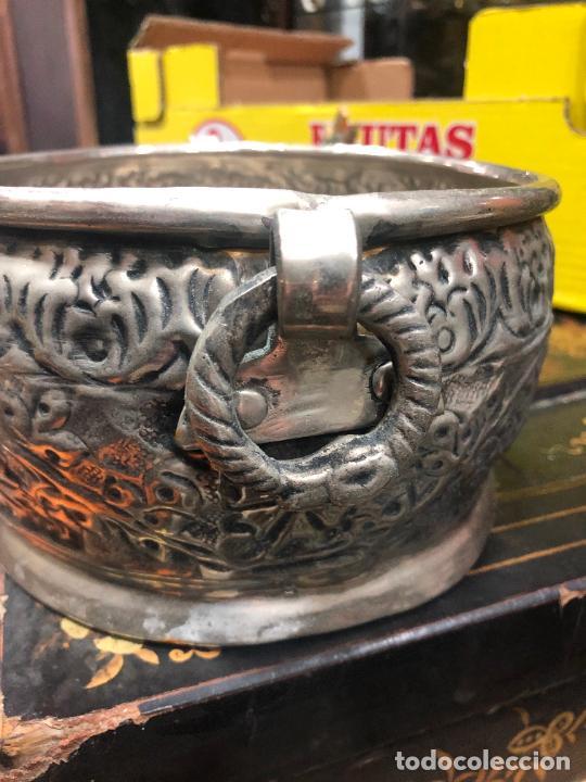 Antigüedades: PRECIOSO CENTRO DE MESA METAL PLATEADO REPUJADO - MEDIDA 23X18X10 CM - Foto 5 - 269229008