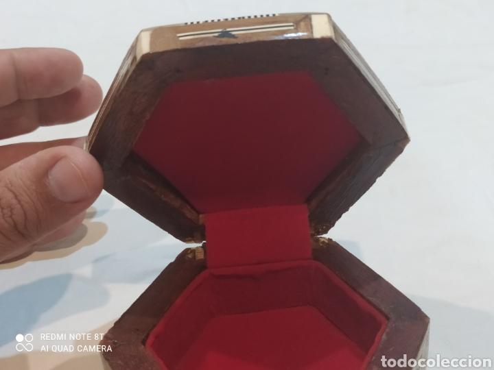Antigüedades: Antigua caja joyero de madera de marquetería y incrustaciones de nacar - Foto 4 - 269243618