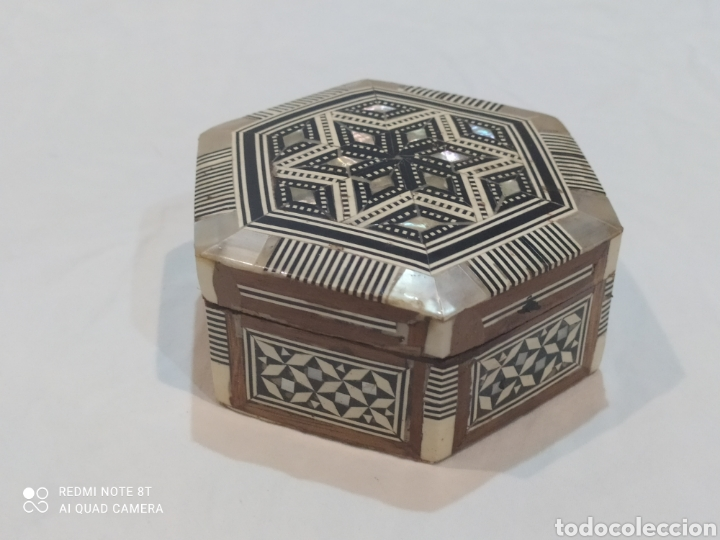 Antigüedades: Antigua caja joyero de madera de marquetería y incrustaciones de nacar - Foto 5 - 269243618