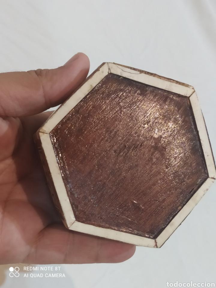 Antigüedades: Antigua caja joyero de madera de marquetería y incrustaciones de nacar - Foto 8 - 269243618