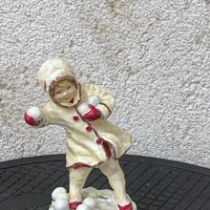 Antigüedades: FIGURA PORCELANA INFANTIL DOUGHTY ROYAL WORCESTER FINE BONE CHINA ENGLAND DECEMBER SERIE MESES. Lote 269287223