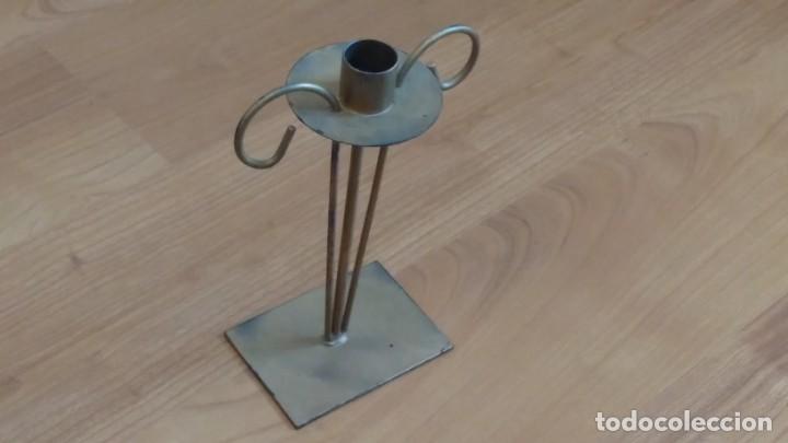Antigüedades: Portavelas -- Candelabro -- Metal hierro -- dorado -- trabajo artesanal - Foto 4 - 269293373