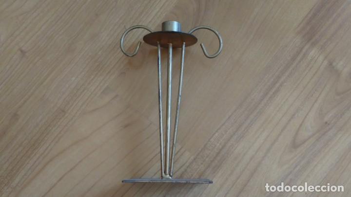 Antigüedades: Portavelas -- Candelabro -- Metal hierro -- dorado -- trabajo artesanal - Foto 2 - 269293373