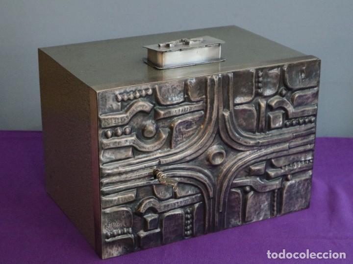 Antigüedades: Sagrario elaborado en metal plateado y metal dorado. Tercer cuarto del siglo XX. - Foto 2 - 269316413