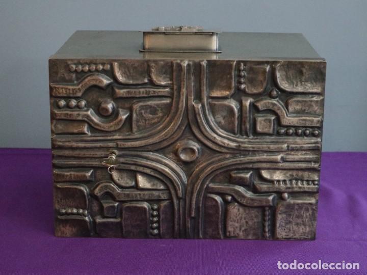 Antigüedades: Sagrario elaborado en metal plateado y metal dorado. Tercer cuarto del siglo XX. - Foto 5 - 269316413