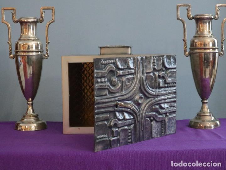 Antigüedades: Sagrario elaborado en metal plateado y metal dorado. Tercer cuarto del siglo XX. - Foto 7 - 269316413
