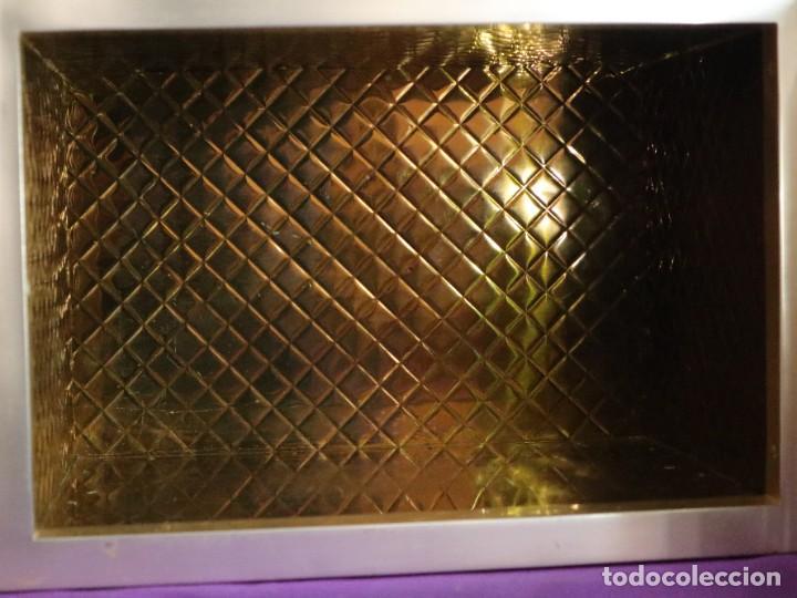 Antigüedades: Sagrario elaborado en metal plateado y metal dorado. Tercer cuarto del siglo XX. - Foto 9 - 269316413