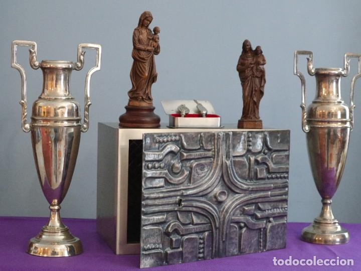 Antigüedades: Sagrario elaborado en metal plateado y metal dorado. Tercer cuarto del siglo XX. - Foto 13 - 269316413