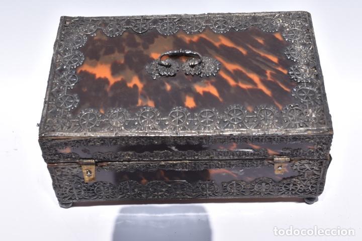 ARQUETA COLONIAL DE CAREY CON APLICACIONES DE PLATA .MEXICO SIGLO XVIII (Antigüedades - Muebles Antiguos - Baúles Antiguos)