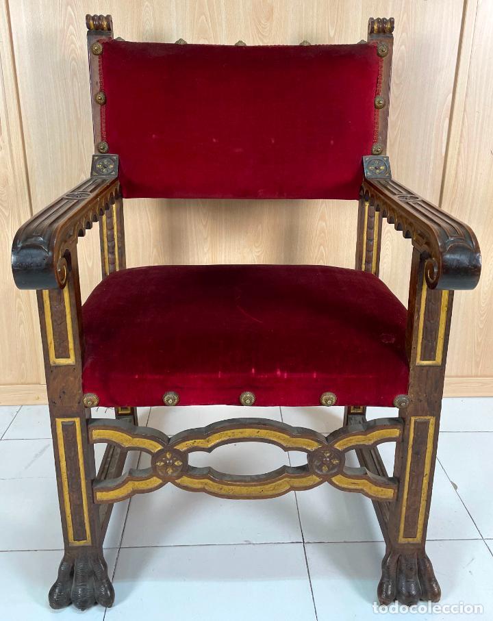 Antigüedades: Pareja de sillones neogóticos de nogal y policromía dorada tapizados terciopelo rojo con tachuelas - Foto 2 - 269354423