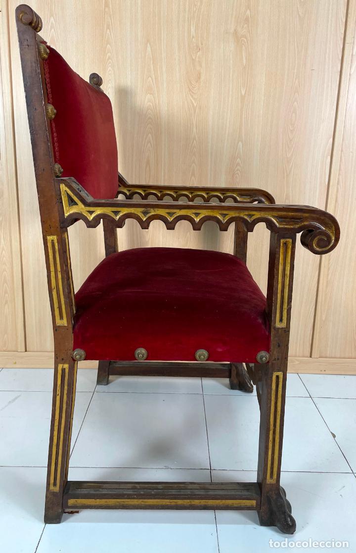 Antigüedades: Pareja de sillones neogóticos de nogal y policromía dorada tapizados terciopelo rojo con tachuelas - Foto 7 - 269354423